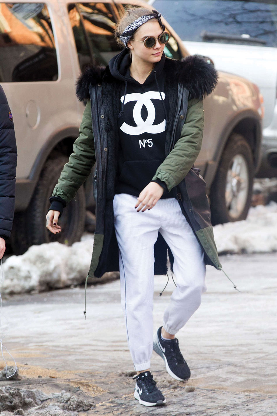 Cara-Delevingne-Out-in-NYC--12