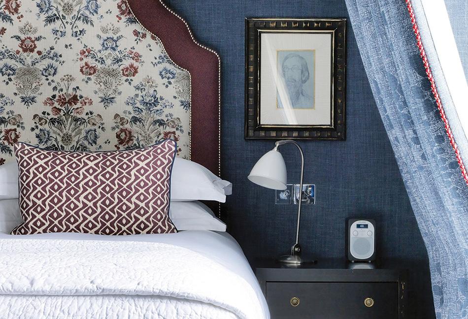 csh-penthouse-suite-bedside-detail_Slideshow