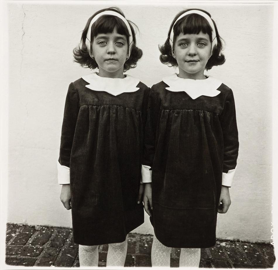 Diane-Arbus-Identical-Twins
