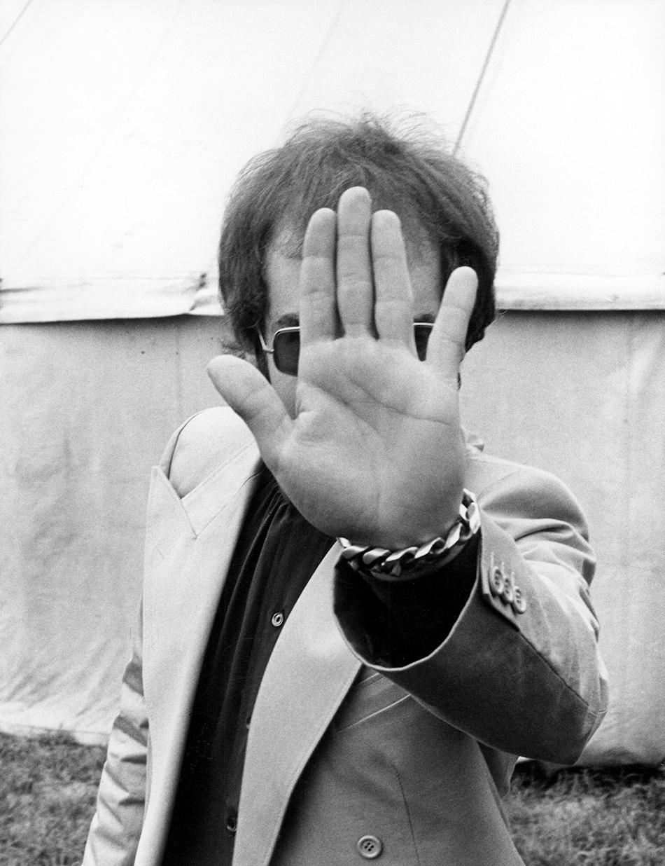 Elton-John-hand-for-Vamp