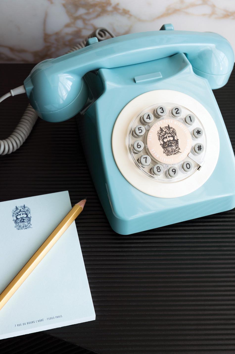 LES-BAINS-phone-1-Crédit-Photo-Guillaume-Grasset